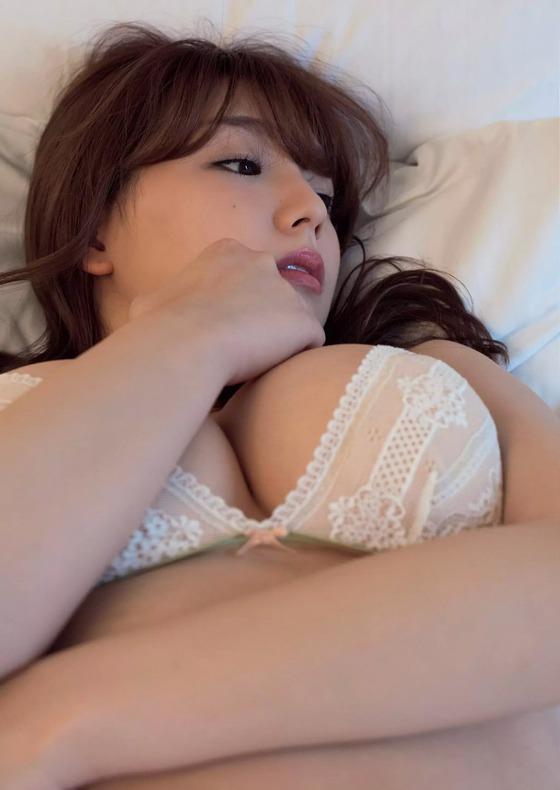篠崎愛 フライデーのGカップ爆乳ハミ乳グラビア 画像21枚 20