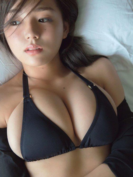 篠崎愛 フライデーのGカップ爆乳ハミ乳グラビア 画像21枚 5
