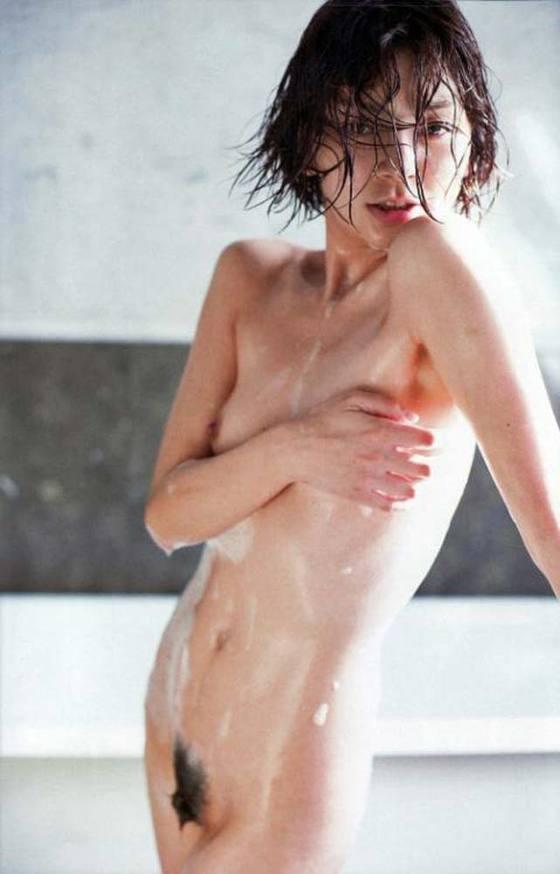芸能人がおっぱいと陰毛を披露したヘアヌード 画像21枚 14