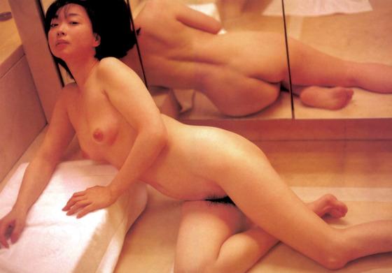 芸能人がおっぱいと陰毛を披露したヘアヌード 画像21枚 35