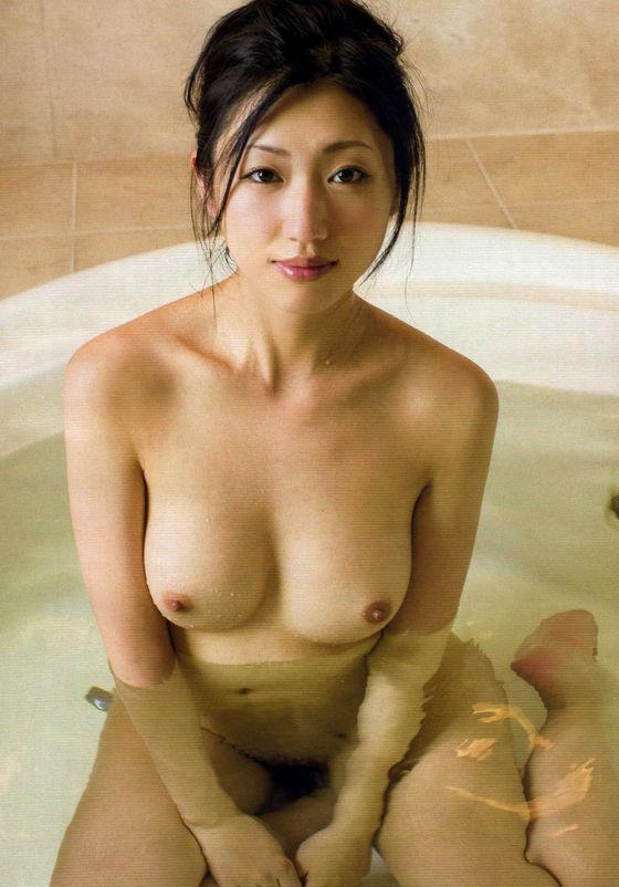 芸能人がおっぱいと陰毛を披露したヘアヌード 画像21枚 7