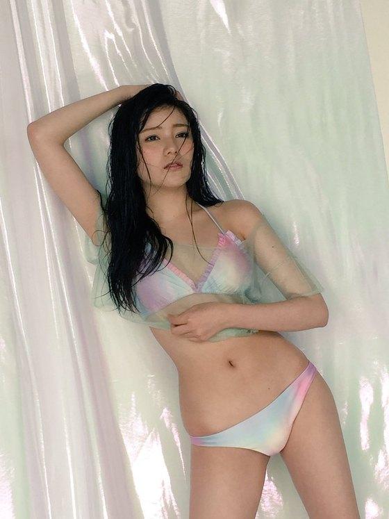 高橋胡桃 Bカップ水着姿を披露したヤンジャングラビア 画像22枚 5