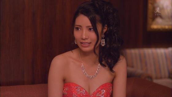 倉持明日香 ドラマのキャバ嬢姿とDカップ谷間キャプ 画像23枚 20