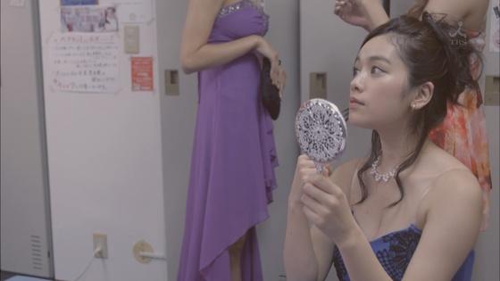 倉持明日香 ドラマのキャバ嬢姿とDカップ谷間キャプ 画像23枚 7