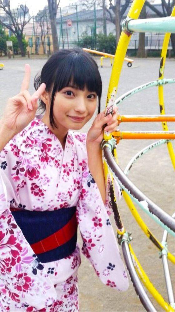 高野麻里佳 声優パラダイスRの太ももが眩しいグラビア 画像16枚 16