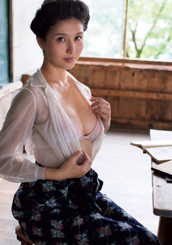 橋本マナミ フラッシュ袋とじの写真集未公開グラビア 画像28枚 19