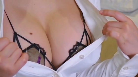 片岡沙耶 変態下着姿のGカップ爆乳ハミ乳キャプ 画像29枚 4