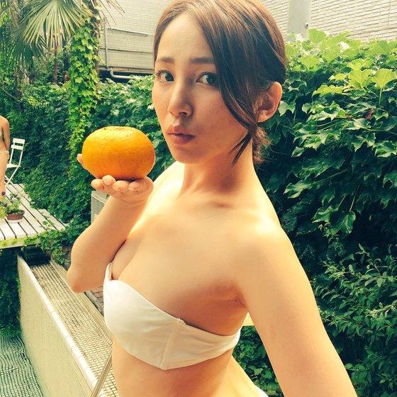 吉川友 乳首チラしたEカップ水着自画撮りをTwitterに投稿 画像26枚 1