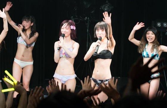 シグサワアオ マン筋と全開腋を披露してくれた水着ライブ 画像8枚 7