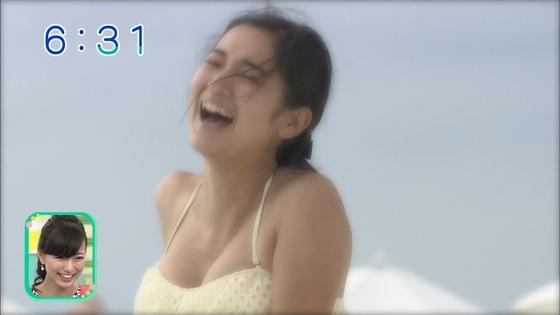 松田栞 プールロケのCカップ水着姿&股間キャプ 画像30枚 27