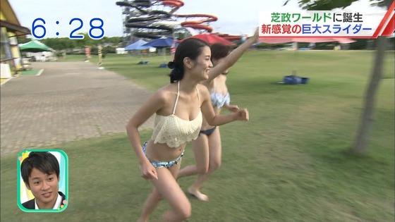 松田栞 プールロケのCカップ水着姿&股間キャプ 画像30枚 4