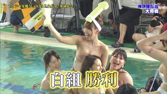 鬼頭桃菜 スカパー水泳大会のおっぱいポロリと擬似フェラキャプ 画像61枚 59