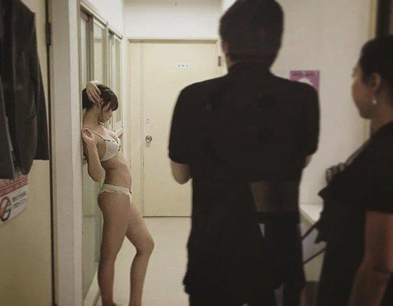 永尾まりや 週刊SPA!のナースコスプレ胸チラグラビア 画像26枚 6
