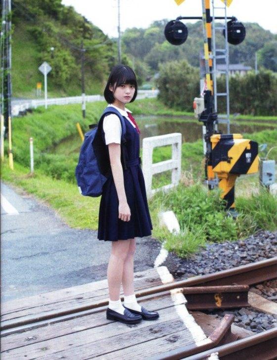 平手友梨奈 マガジンの可愛い制服姿グラビア 画像30枚 31