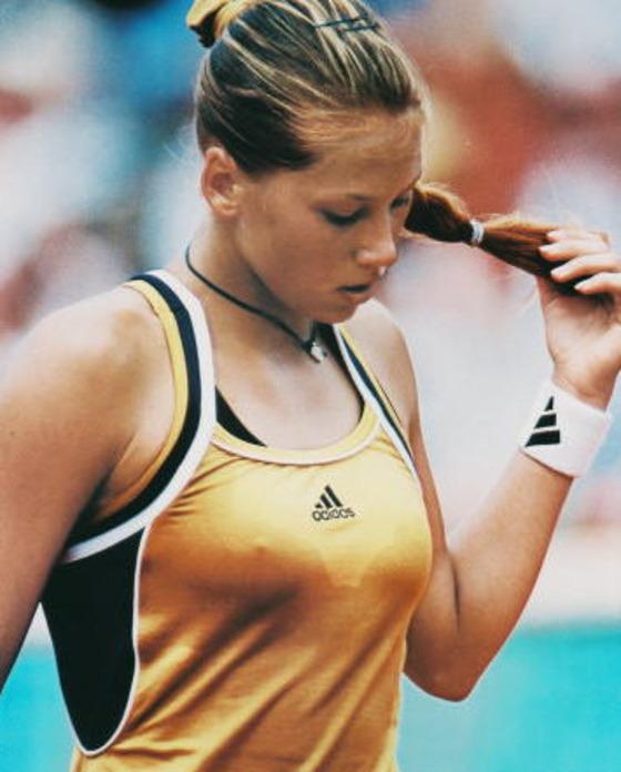 女子テニスプレイヤーの乳首ポチや乳首透けなお宝 画像33枚 26
