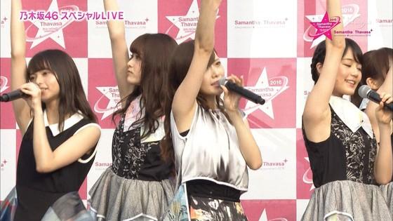 乃木坂46 野外ライブのノースリーブ全開腋キャプ 画像19枚 15