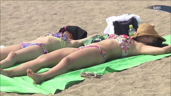 ビーチの水着姿ギャルが映ったテレビ番組キャプ 画像32枚 11