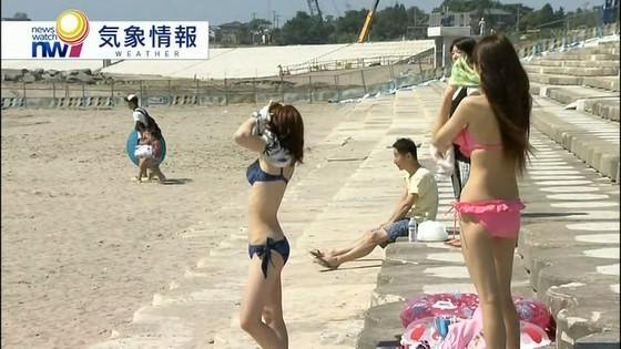 ビーチの水着姿ギャルが映ったテレビ番組キャプ 画像32枚 16