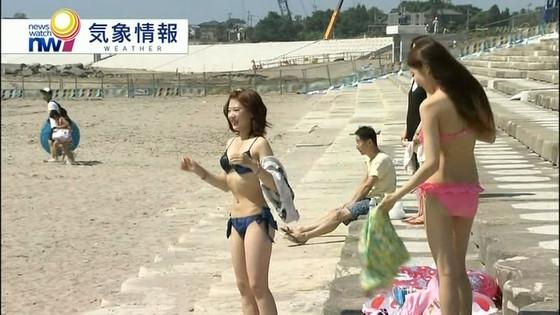 ビーチの水着姿ギャルが映ったテレビ番組キャプ 画像32枚 17