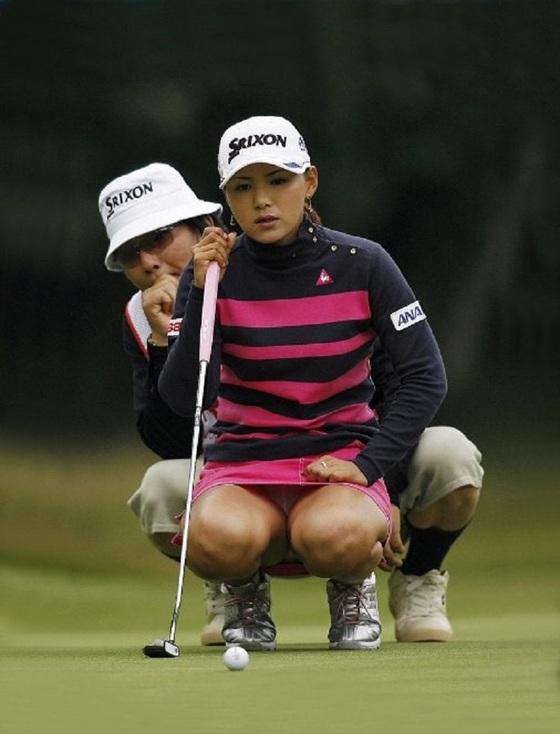 女子プロゴルファーのパンチラや太ももが気になるキャプ 画像45枚 14