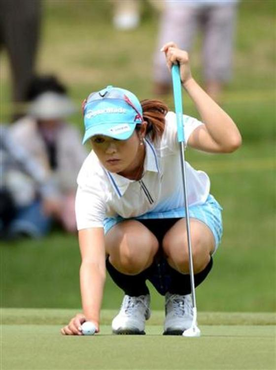 女子プロゴルファーのパンチラや太ももが気になるキャプ 画像45枚 33