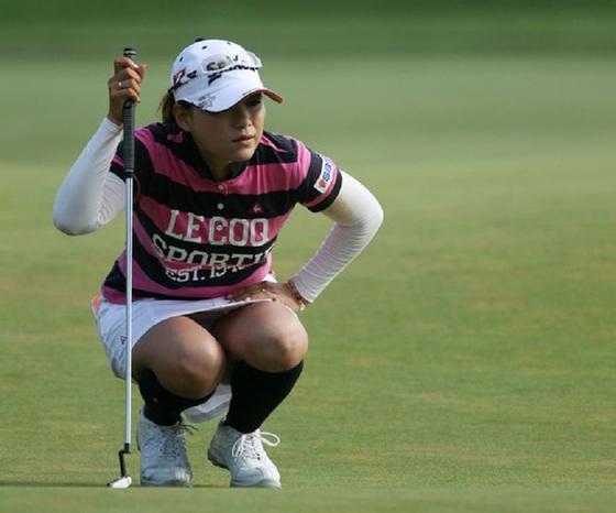 女子プロゴルファーのパンチラや太ももが気になるキャプ 画像45枚 43