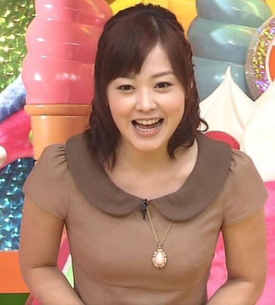 女子アナの胸チラや着衣巨乳を捉えたお宝キャプ 画像32枚 24