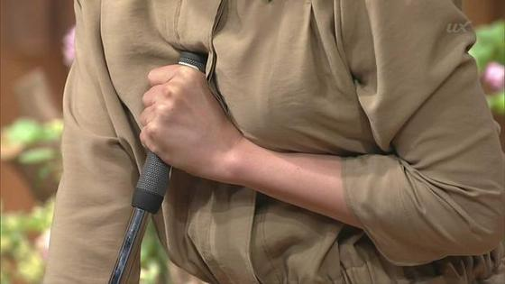 女子アナの胸チラや着衣巨乳を捉えたお宝キャプ 画像32枚 37