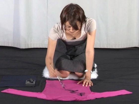 女子アナの胸チラや着衣巨乳を捉えたお宝キャプ 画像32枚 5