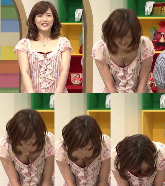 女子アナの胸チラや着衣巨乳を捉えたお宝キャプ 画像32枚 8