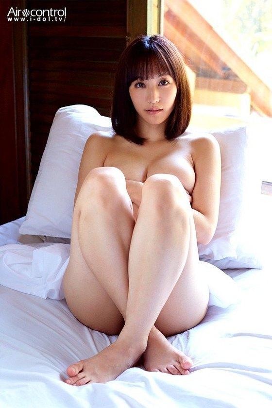 浜田由梨 DVDバリでのFカップ手ブラ&巨尻食い込みキャプ 画像43枚 3