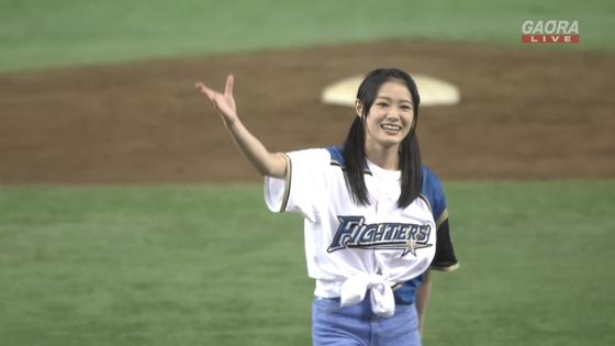 長谷川玲奈 プロ野球の始球式で披露した太ももキャプ 画像31枚 11