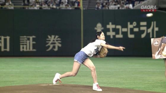 長谷川玲奈 プロ野球の始球式で披露した太ももキャプ 画像31枚 14
