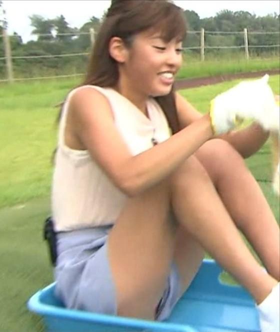 岡副麻希 パンチラ&太もも+美脚がセクシーなキャプ 画像25枚 15