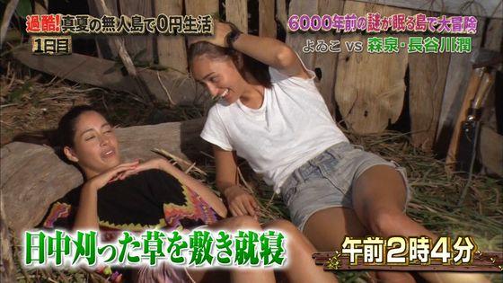 長谷川潤 森泉との無人島生活での胸チラ&太ももキャプ 画像30枚 14