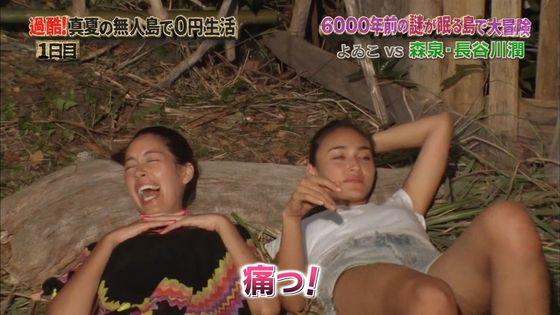 長谷川潤 森泉との無人島生活での胸チラ&太ももキャプ 画像30枚 15
