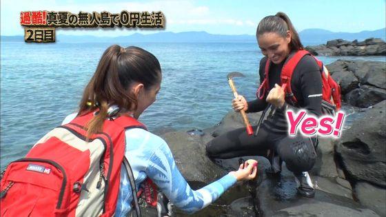 長谷川潤 森泉との無人島生活での胸チラ&太ももキャプ 画像30枚 19