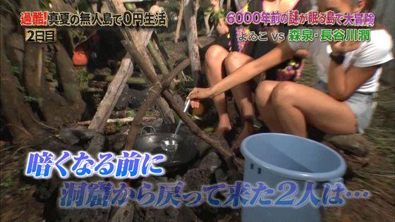 長谷川潤 森泉との無人島生活での胸チラ&太ももキャプ 画像30枚 21