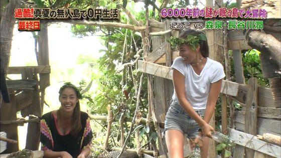 長谷川潤 森泉との無人島生活での胸チラ&太ももキャプ 画像30枚 27