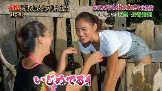 長谷川潤 森泉との無人島生活での胸チラ&太ももキャプ 画像30枚 7
