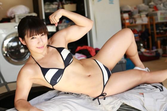 才木玲佳 水着姿の腹筋と上腕二頭筋が素敵なグラビア 画像20枚 1