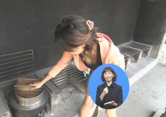 放送事故寸前な女性芸能人達の胸チラお宝キャプ 画像60枚 16