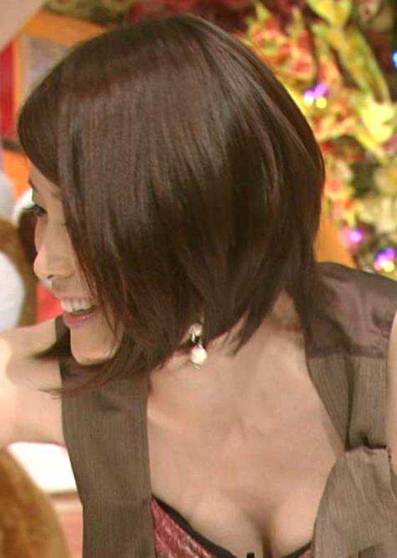 放送事故寸前な女性芸能人達の胸チラお宝キャプ 画像60枚 36