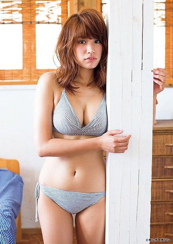 久松郁実 ヤングマガジンのFカップ水着姿最新グラビア 画像38枚 9