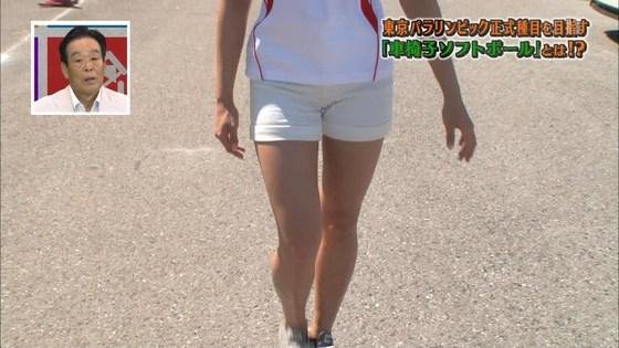 稲村亜美 ショートパンツ姿のむっちり太ももキャプ 画像30枚 11