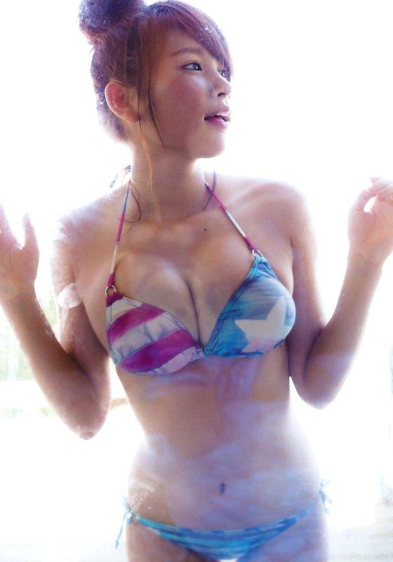 久松郁実 フラッシュの水着姿Fカップ谷間最新グラビア 画像35枚 8