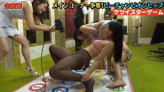 佐山彩香 黒パンスト+ビキニ姿の巨尻&股間キャプ 画像43枚 10