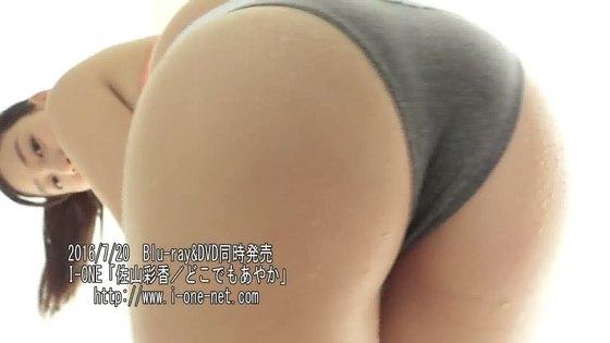 佐山彩香 黒パンスト+ビキニ姿の巨尻&股間キャプ 画像43枚 20