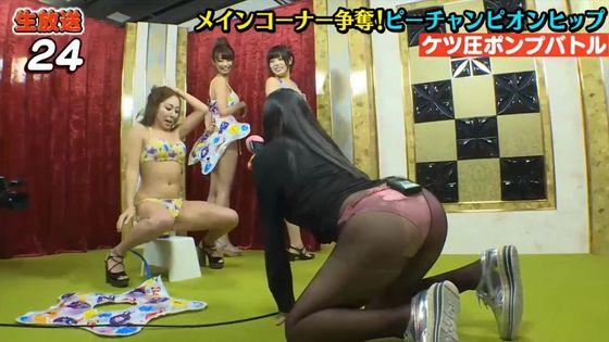 佐山彩香 黒パンスト+ビキニ姿の巨尻&股間キャプ 画像43枚 6