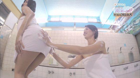 倉持由香 温泉入浴番組のバスタオル巨尻割れ目透けキャプ 画像31枚 5